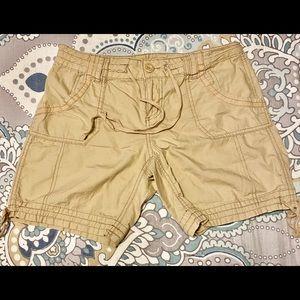 OP Size 9 khaki Bermuda shorts